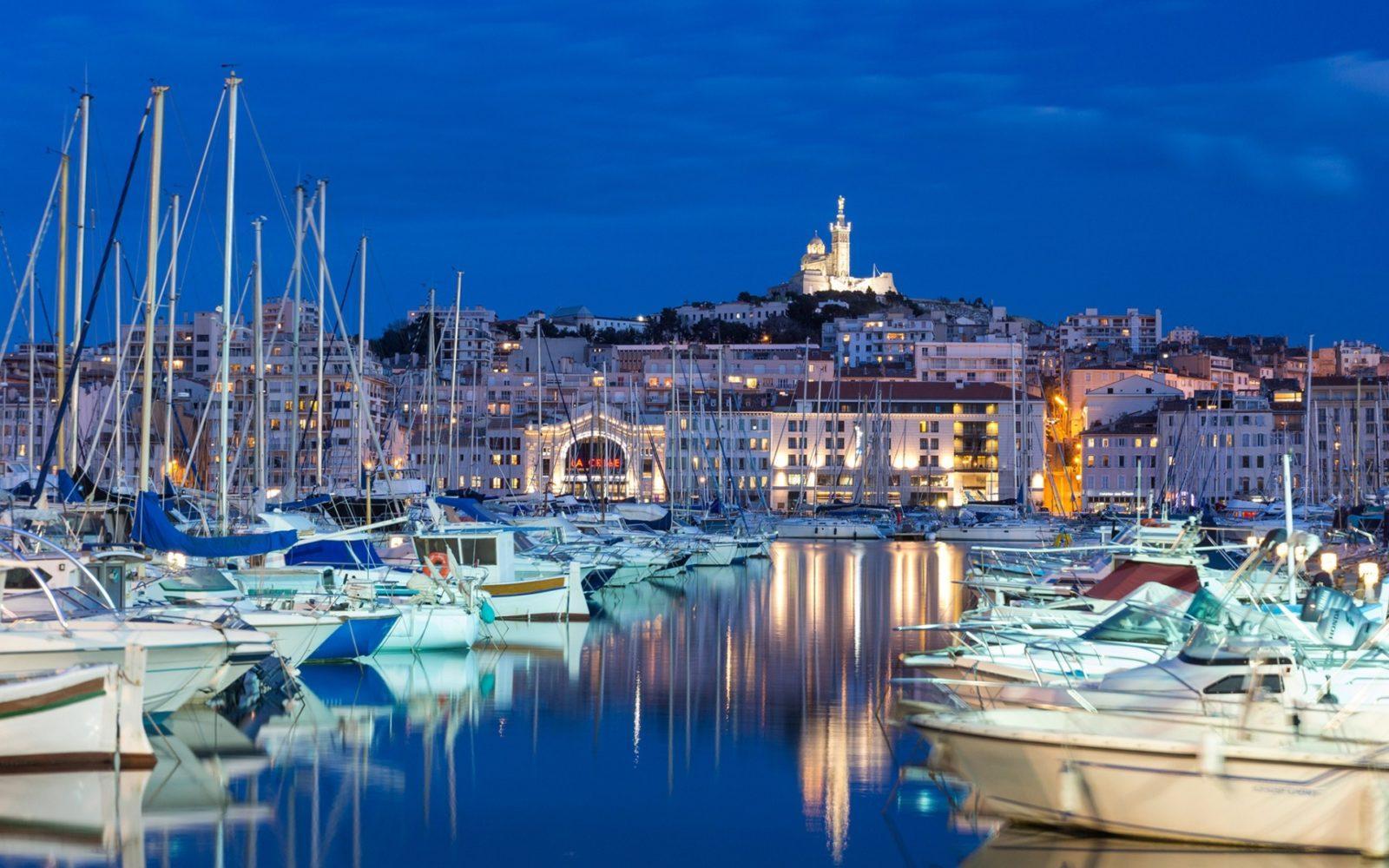 marseille bay evening yacht parking white yachts - იაფი ავიაბილეთები მარსელის მიმართულებით